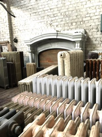 Une usine textile à Tourcoing (Nord) reconvertie en entrepôt ou on retrouve une vaste collection d'éléments d'architecture prestigieux provenant des plus belles demeures du Nord .