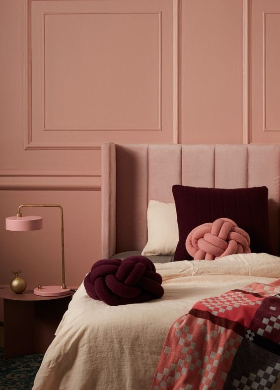 lit, mur peint, design objet ,le rose dans nos intérieurs ,sur les murs, en décorations, en objets