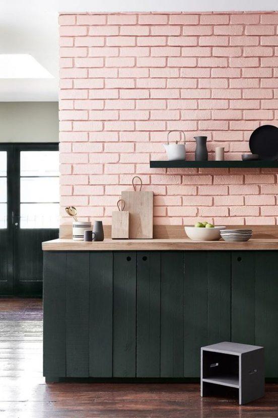 cuisine, crédence brique ,le rose dans nos intérieurs ,sur les murs, en décorations, en objets