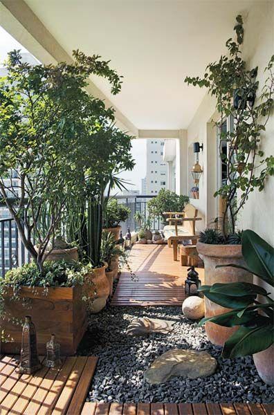 « Balcon, petite ou grande terrasse et jardin, les beaux jours arrivent et il est temps d'aménager votre extérieur.  Voici quelques idées pour vous inspirer et faire de votre extérieur un espace convivial, confortable, chaleureux et intime . »