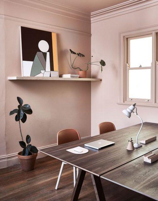 salon mur peint,le rose dans nos intérieurs ,sur les murs, en décorations, en objets