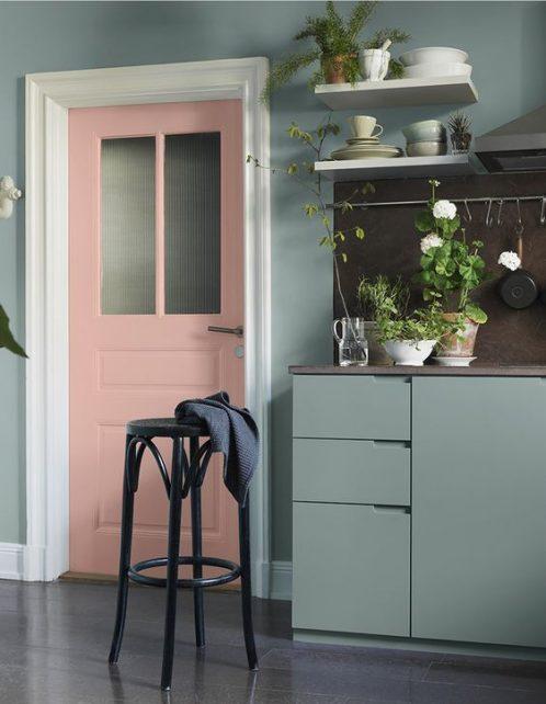 porte peinte ,le rose dans nos intérieurs ,sur les murs, en décorations, en objets