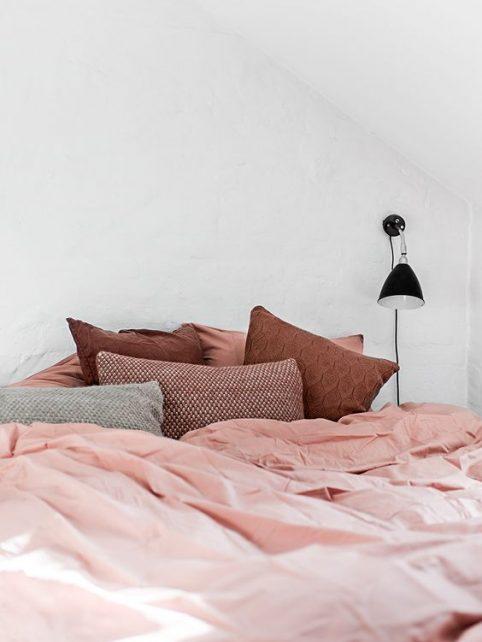 linge de lit ,le rose dans nos intérieurs ,sur les murs, en décorations, en objets